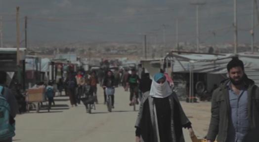 Voluntaris de Creu Roja es preparen per la imminent arribada de 16 refugiats