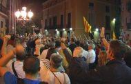 Reacció immediata a la presó de Sánchez i Cuixart a base de protestes, cassolades i pintades