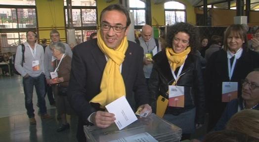 El candidat de Junts per Catalunya, Josep Rull, ha votat aquest matí a l'escola Lanaspa