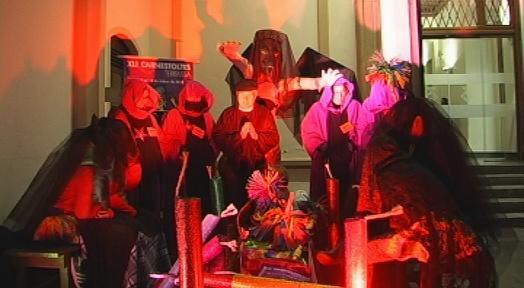 La vetlla i l'enterrament de Carnestoltes posen el punt final al Carnaval de Terrassa