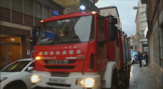 Un home pateix cremades de segon grau en un incendi al seu domicili