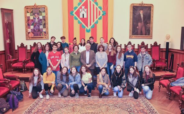Recepció de l'alcalde Alfredo Vega amb els alumnes de l'Institut Terrassa i del Lycée Bellevue