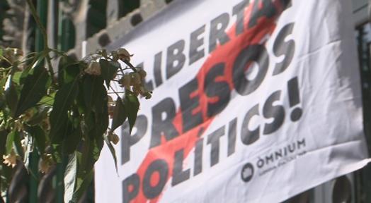 L'Ajuntament exigeix l'alliberament dels presos preventius per rebel·lió