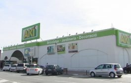 Aquest dissabte tanca el magatzem Aki de Can Parellada, després de 29 anys a la ciutat