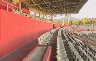 Treballs de reparació del paviment de tribuna a l'Estadi Olímpic