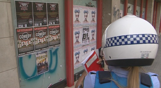 La Policia intensifica una campanya contra la publicitat incívica