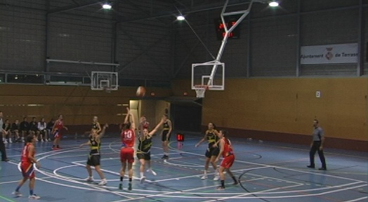 El CN Terrassa ofereix una bona imatge però debuta amb derrota contra el Basket Almeda (48-54)