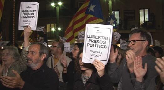 El Raval s'omple per demanar l'alliberament de Rull i els consellers empresonats