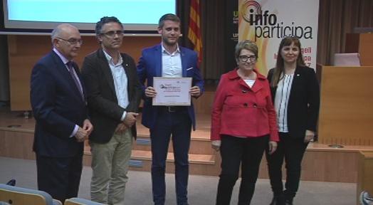 El regidor Javier García recull el segell InfoParticipa 2017 atorgat per la UAB a l'Ajuntament de Terrassa