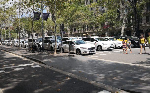 Els taxistes de Terrassa es desplacen a Barcelona per sumar-se a les protestes i assemblees del sector