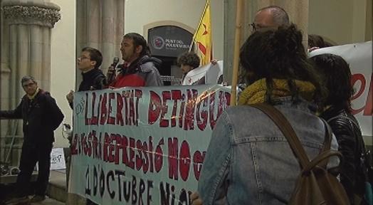 El CDR Terrassa es concentra al Raval de Montserrat per demanar la llibertat de Cesc Martínez