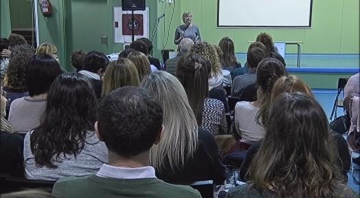 Professionals d'escoles bressol i centres d'educació infantil i primària comparteixen experiències
