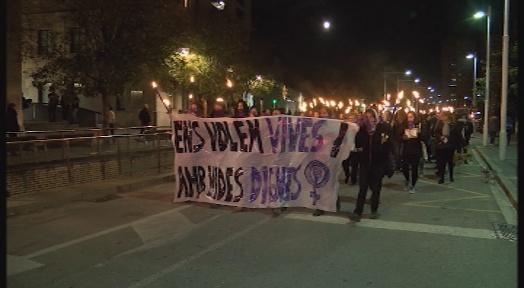 Centenars de dones es concentren en el Dia contra la violència masclista