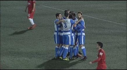 El Terrassa FC no aixeca cap i veu com la derrota contra el Prat (0-1) l'allunya del play-off