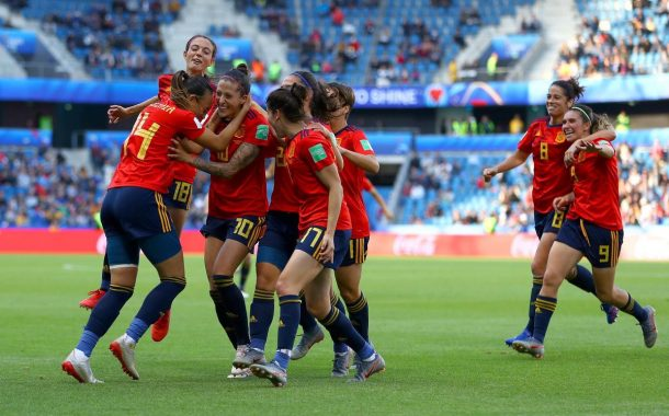 Marta Corredera i Vicky Losada debuten amb victòria al Mundial de futbol
