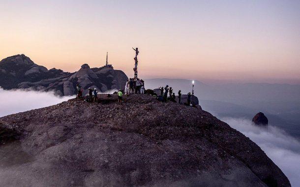 El Centre Excursionista i els Minyons participen en l'encesa simultània de 131 llums a Montserrat