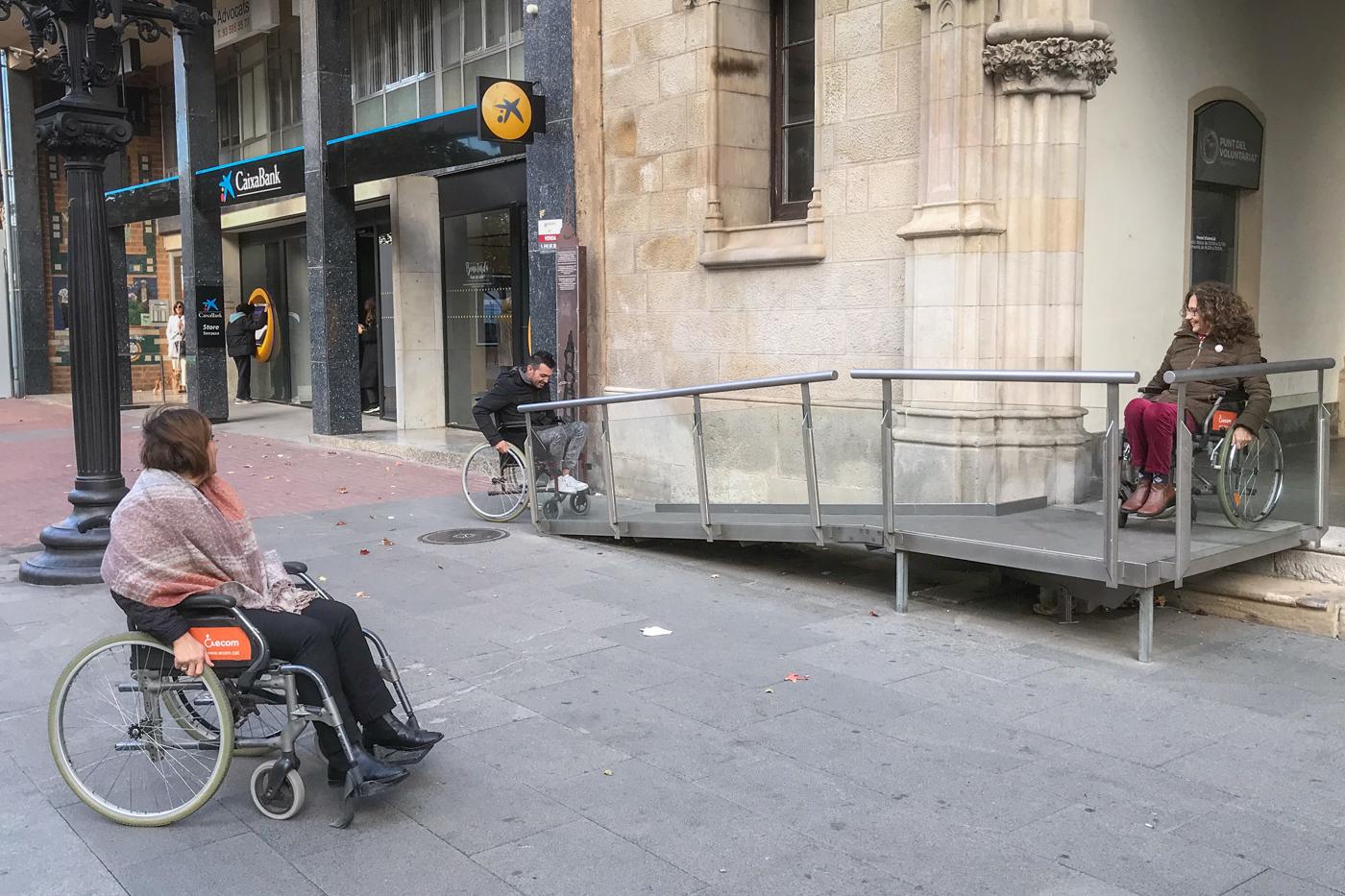 Comença la formació de sensibilització sobre l'accessibilitat per a la gent amb cadira de rodes