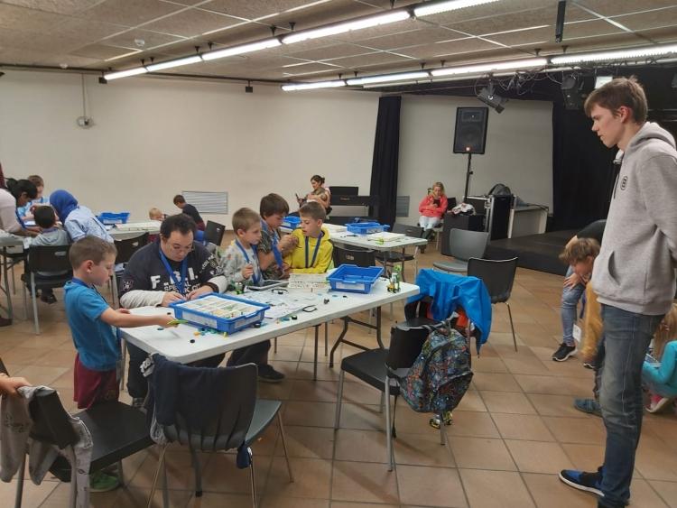 Els joves participants al programa d'ocupació Projectes Singulars realitzen accions culturals i cíviques a diferents entitats de la comarca