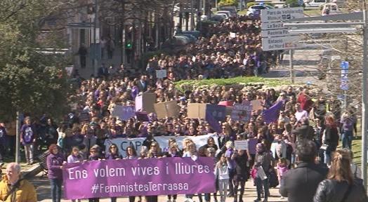 La manifestació del 8M aplega prop de 2.000 persones a Terrassa