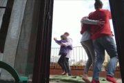 'Culturassa confitada': Toquen i ballen simultàniament l'Estapera en terrasses i balcons