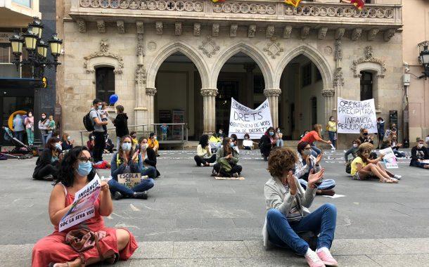 Protesta en contra de l'obertura de les escoles bressol municipals