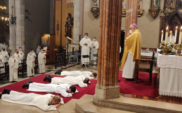 Sainz Meneses ordena quatre nous diaques a la Catedral de Terrassa