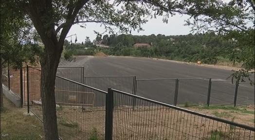 La construcció del camp de Les Fonts s'accelera amb l'asfaltat de la superfície