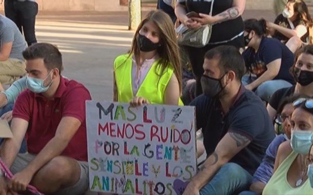 Associacions animalistes i l'Ajuntament demanen un Sant Joan amb menys soroll